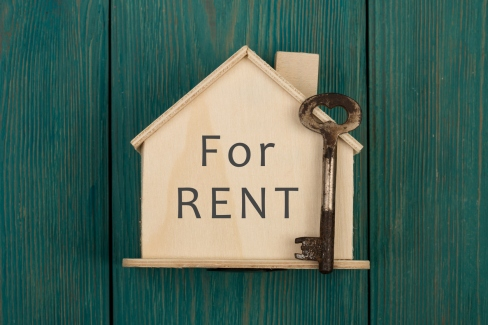 "Little house with text ""For rent"" and key"